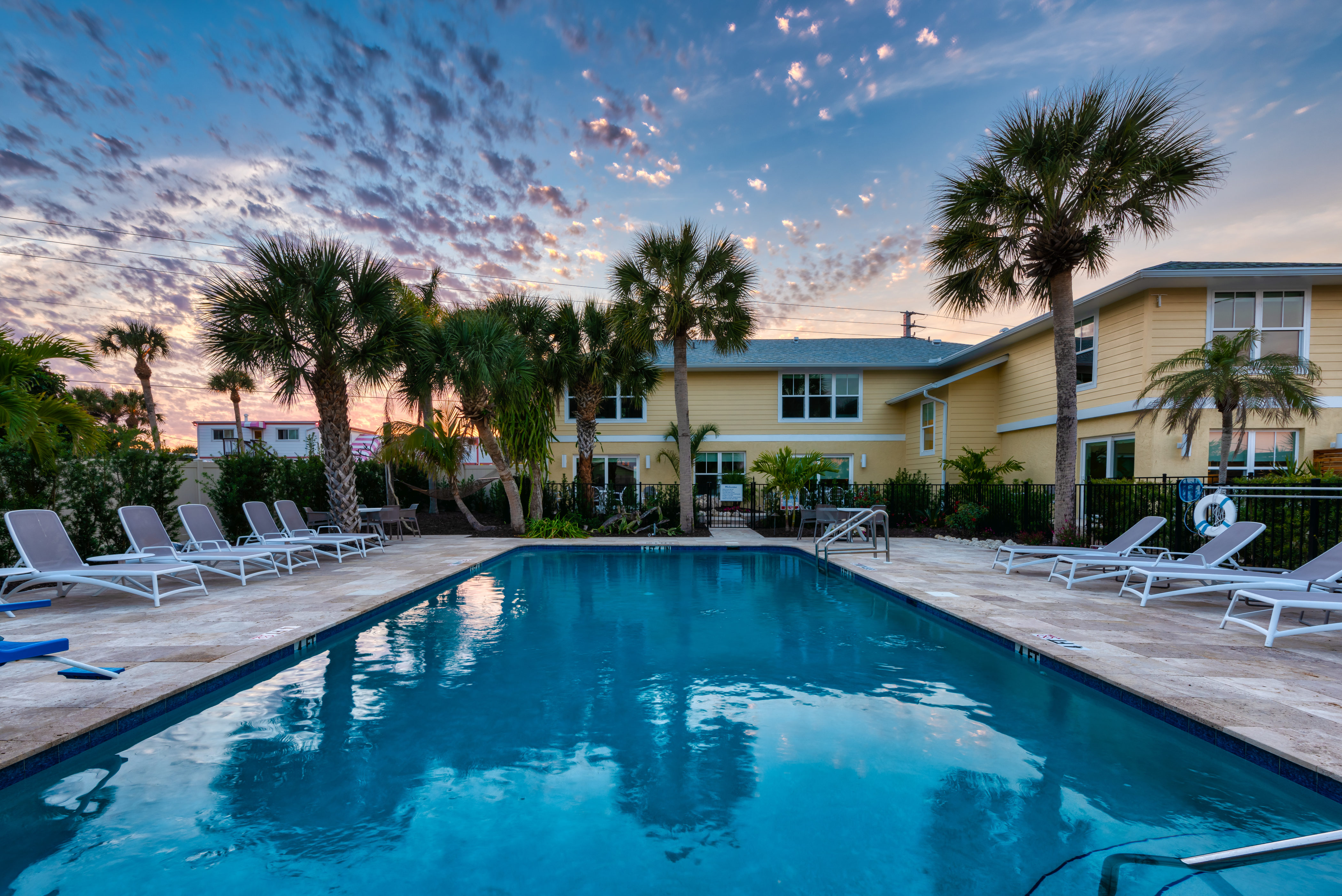 casey-key-hotels-escape-pool-new