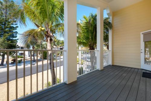 Luxury Villas with outdoor patios in Casey Key